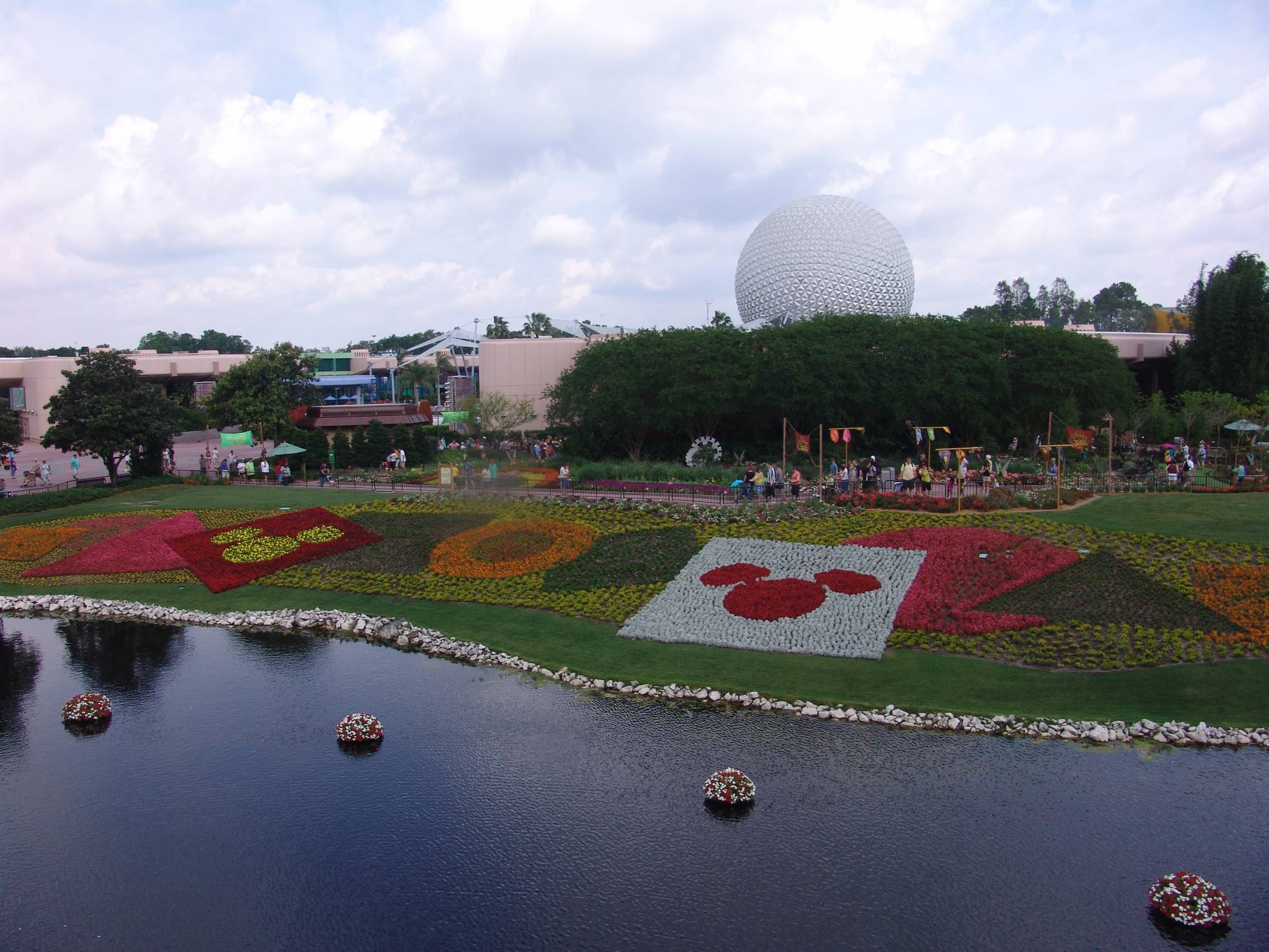 Explore Epcot and find the most picturesque spots | PassPorter.com