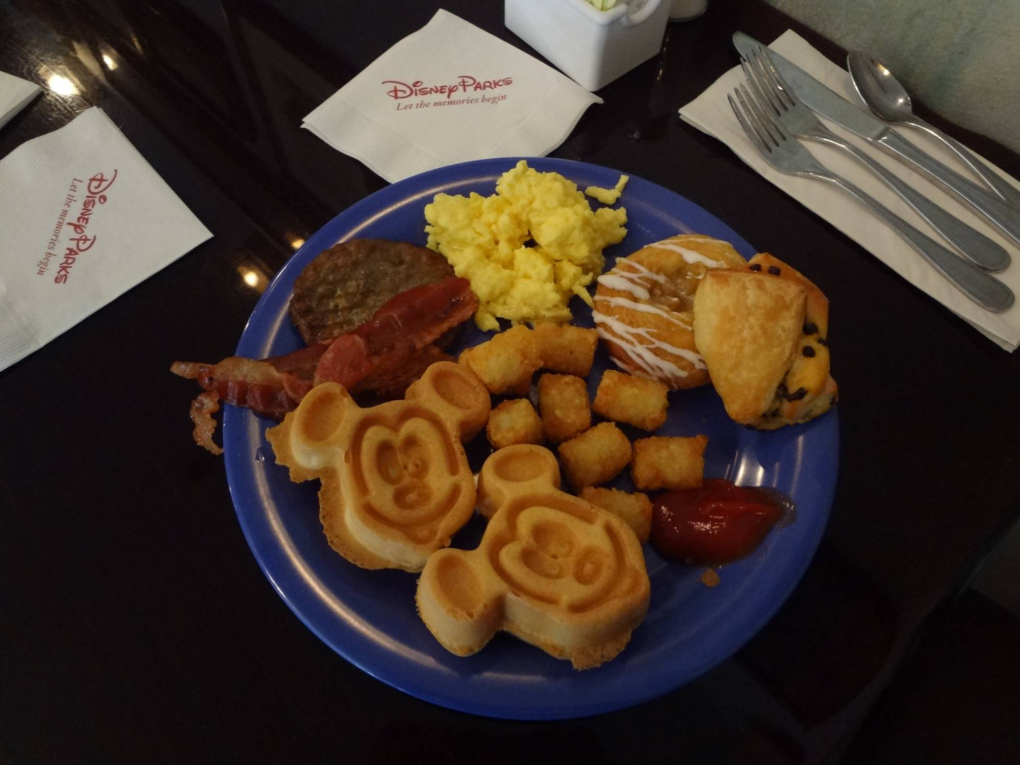 Stretch your dining dollars by having breakfast in your Disney hotel room | PassPorter.com