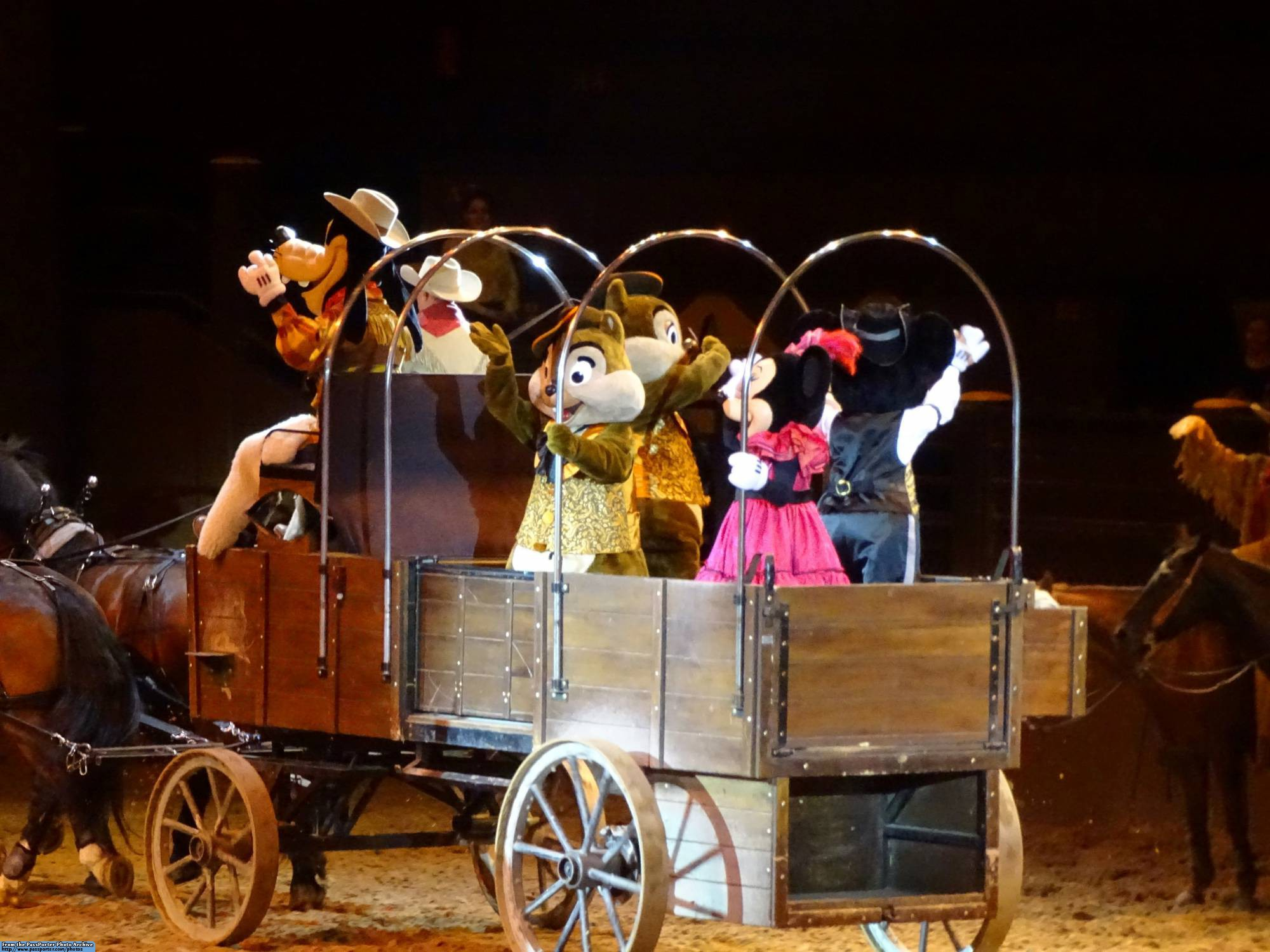 Enjoy Buffalo Bill's Wild West Dinner Show at Disneyland Paris |PassPorter.com