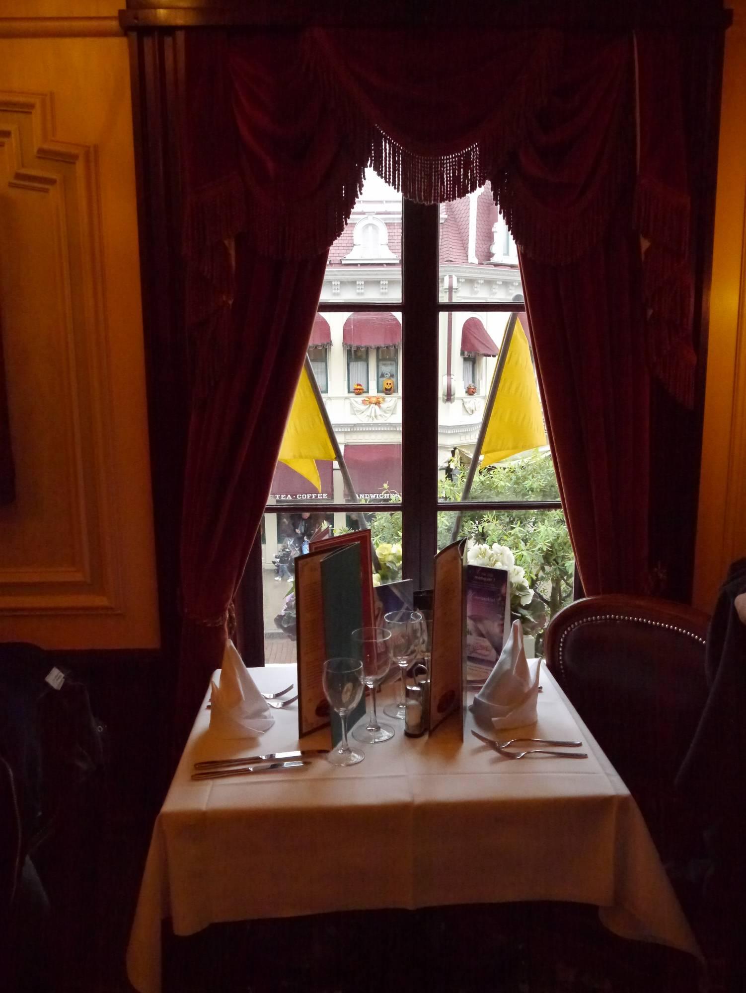 Enjoy an American Meal in Disneyland Paris |PassPorter.com