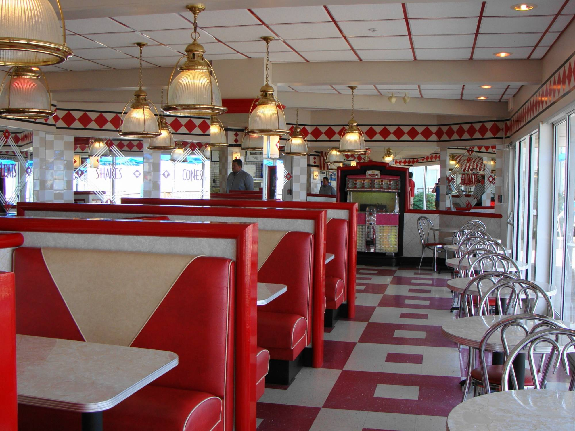 Beaches & Cream Soda Shop - Hotel Breakers - Cedar Point