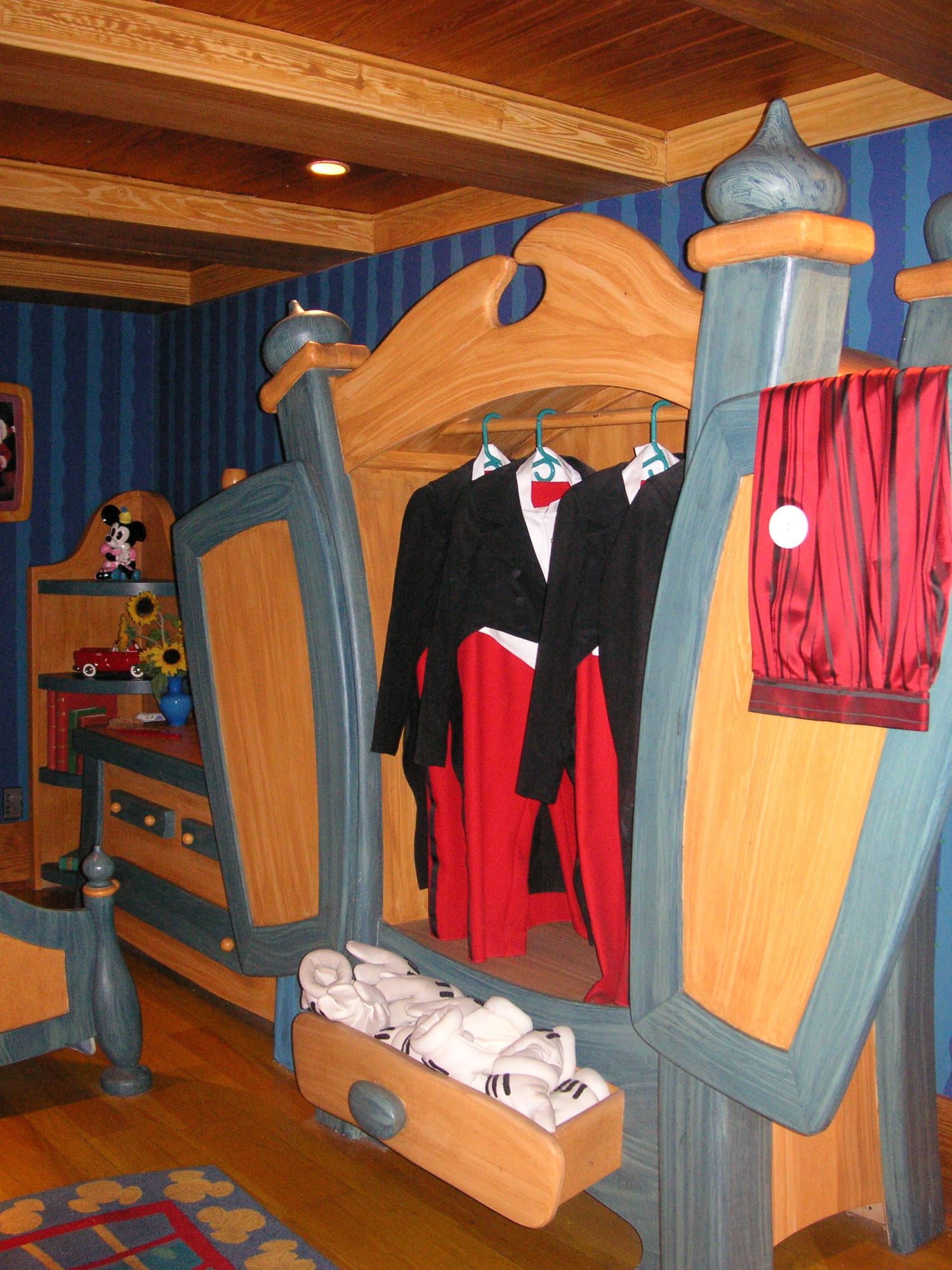 Mickey's House - Mickey's Wardrobe