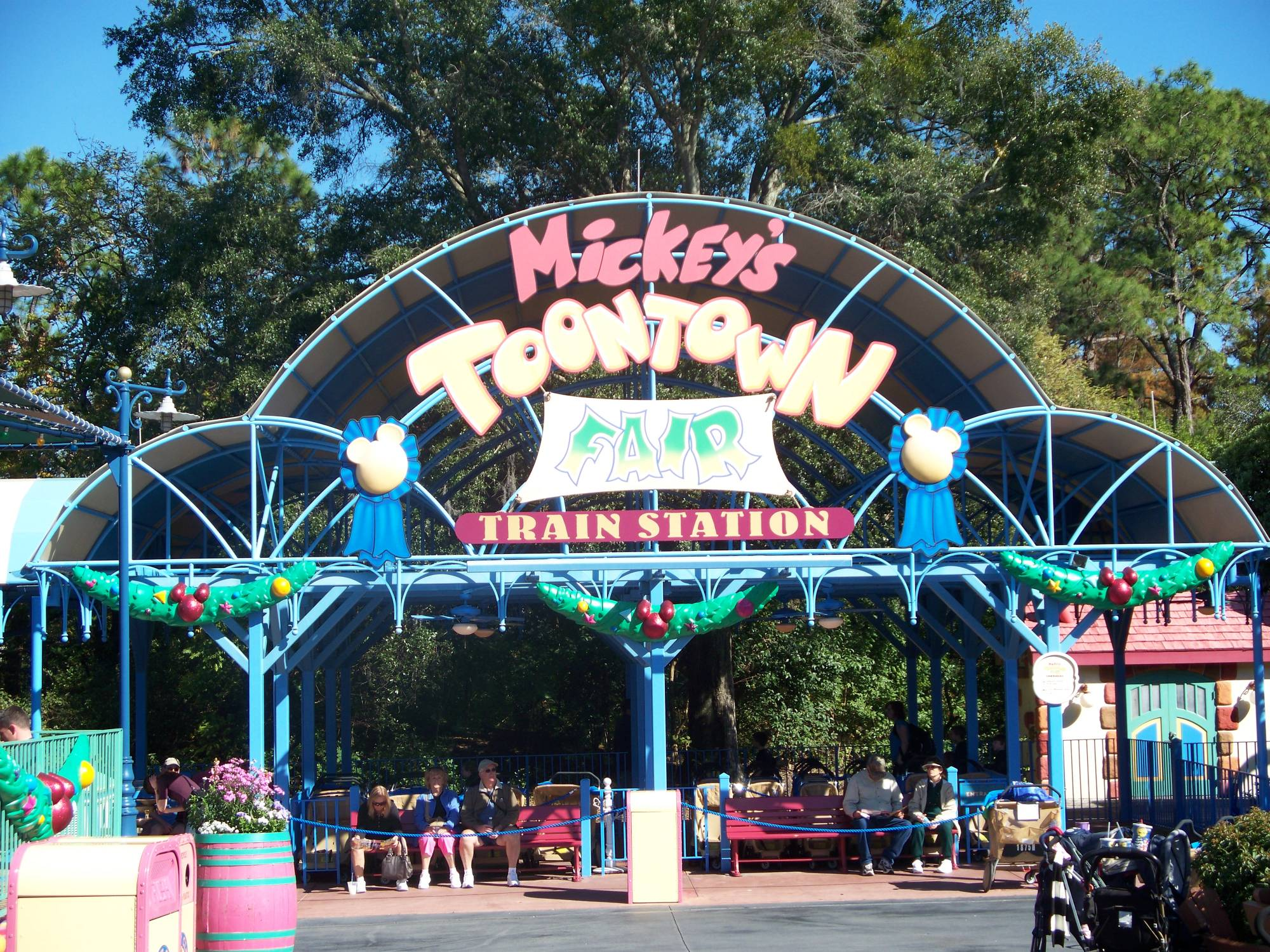 Walt Disney World Railroad - Toontown Fair Station