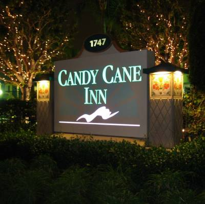 Disneyland good neighbor hotel candy cane inn for Candy hotel