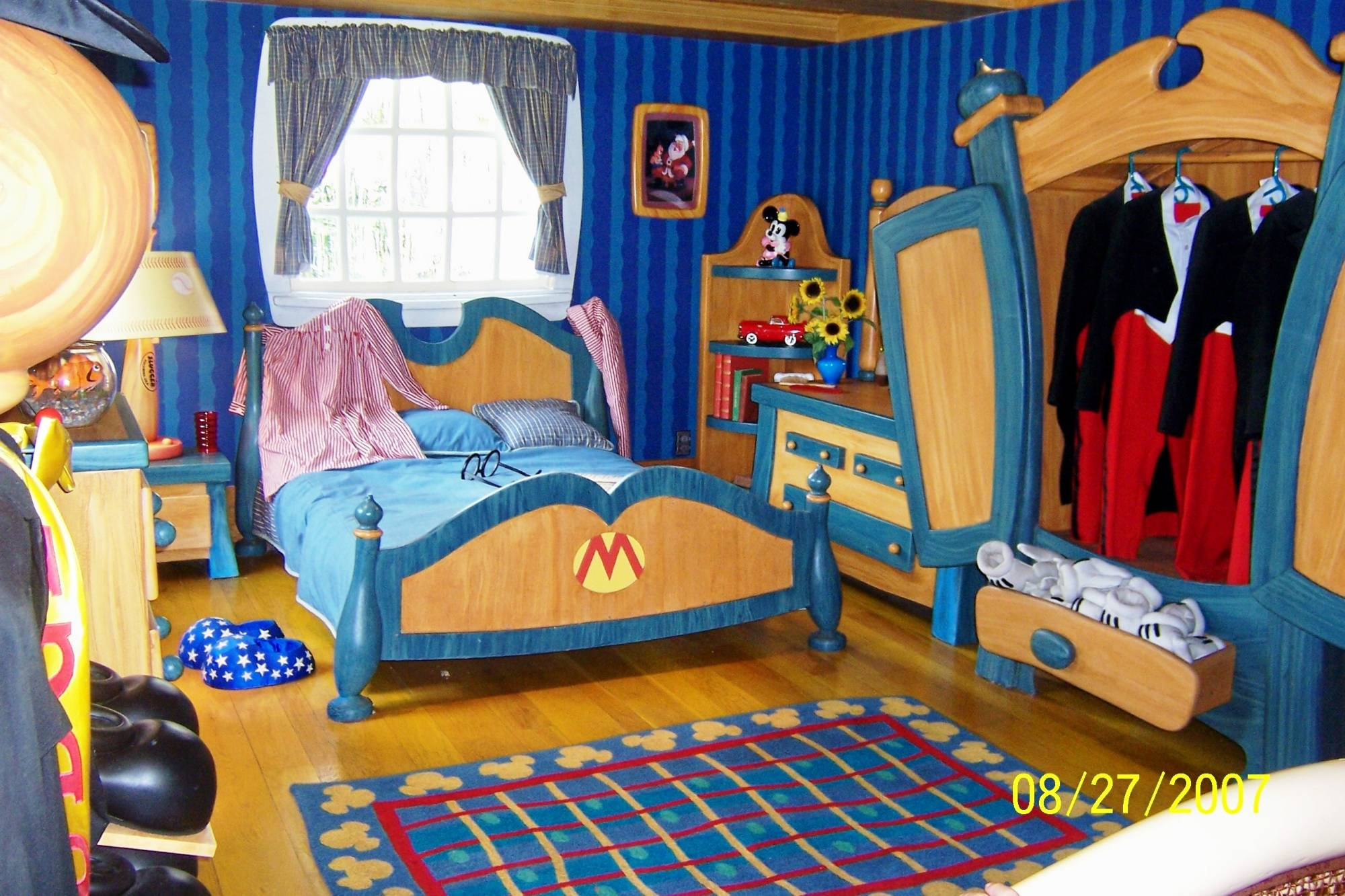 Magic Kingdom - Toontown Mickeys Bedroom
