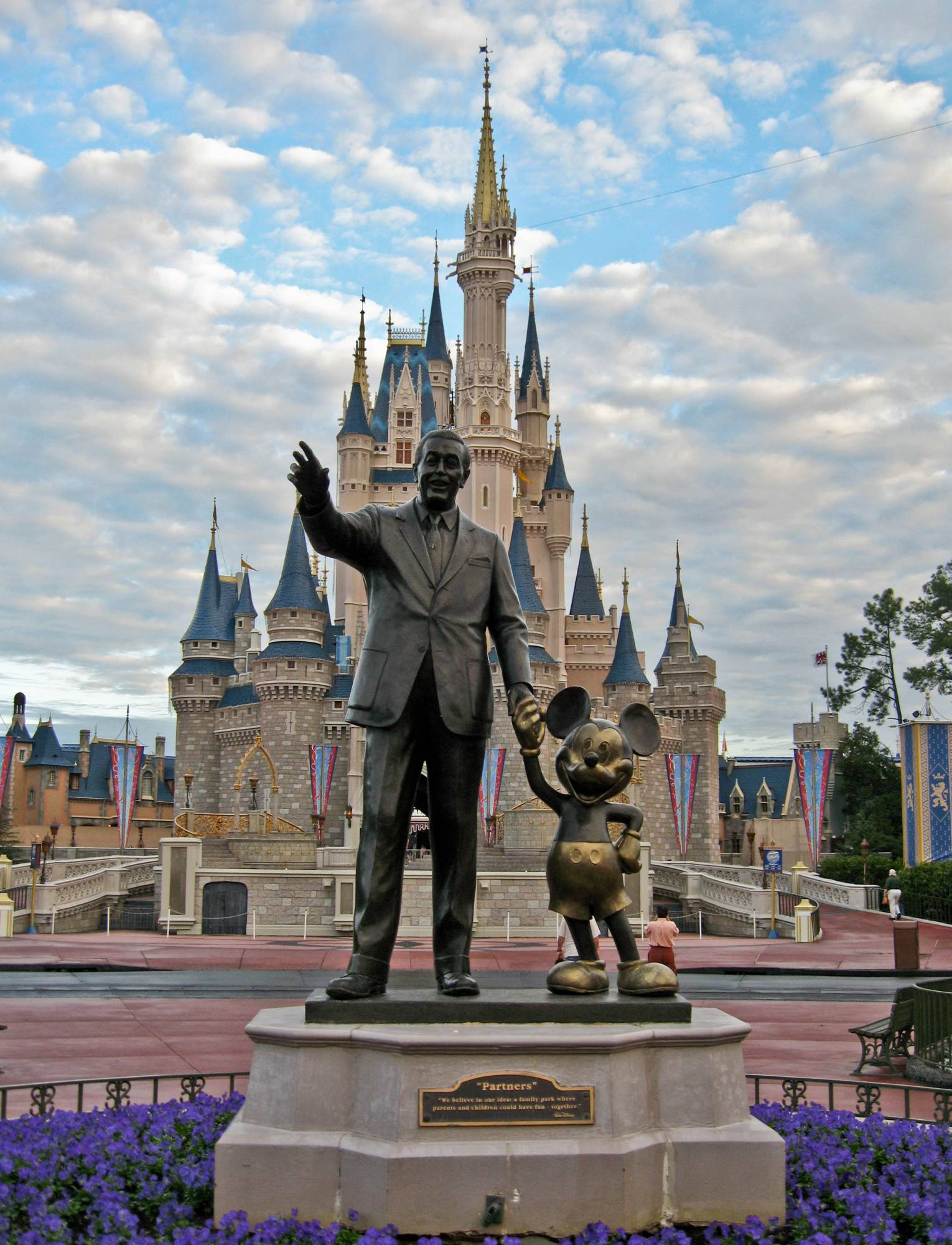 Magic Kingdom - Walt and Mickey Statue