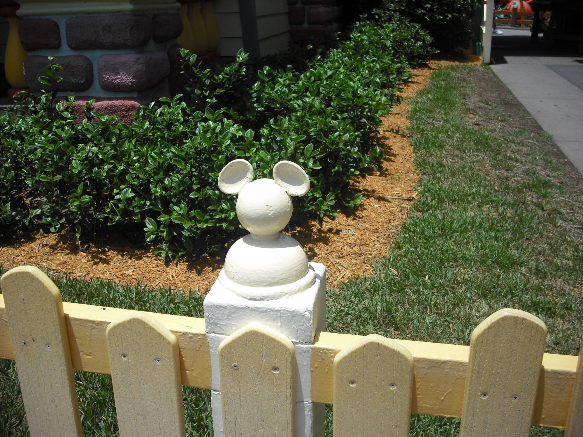 Magic Kingdom - Mickey's fence!