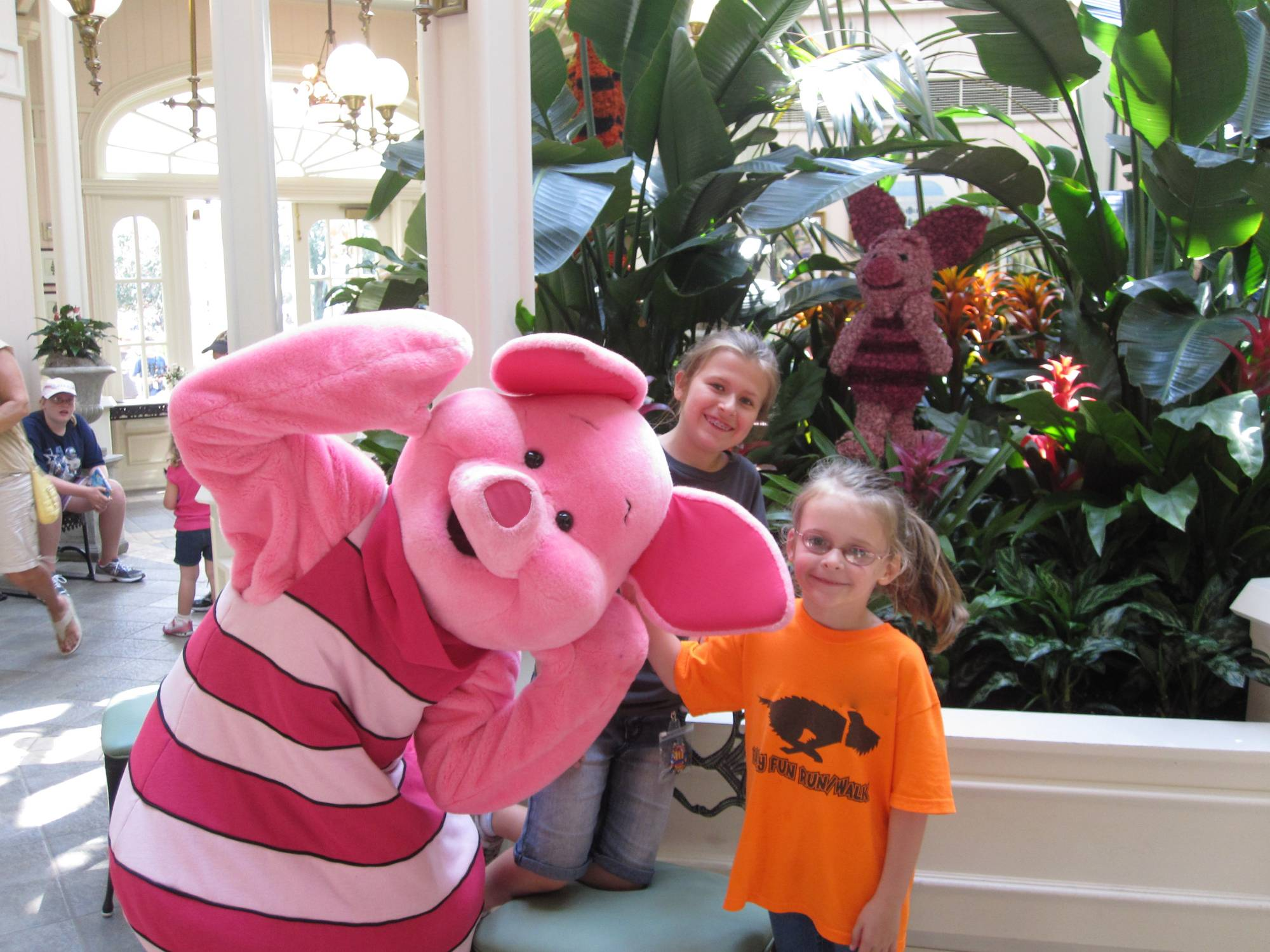 Magic Kingdom - Piglet fooling around!