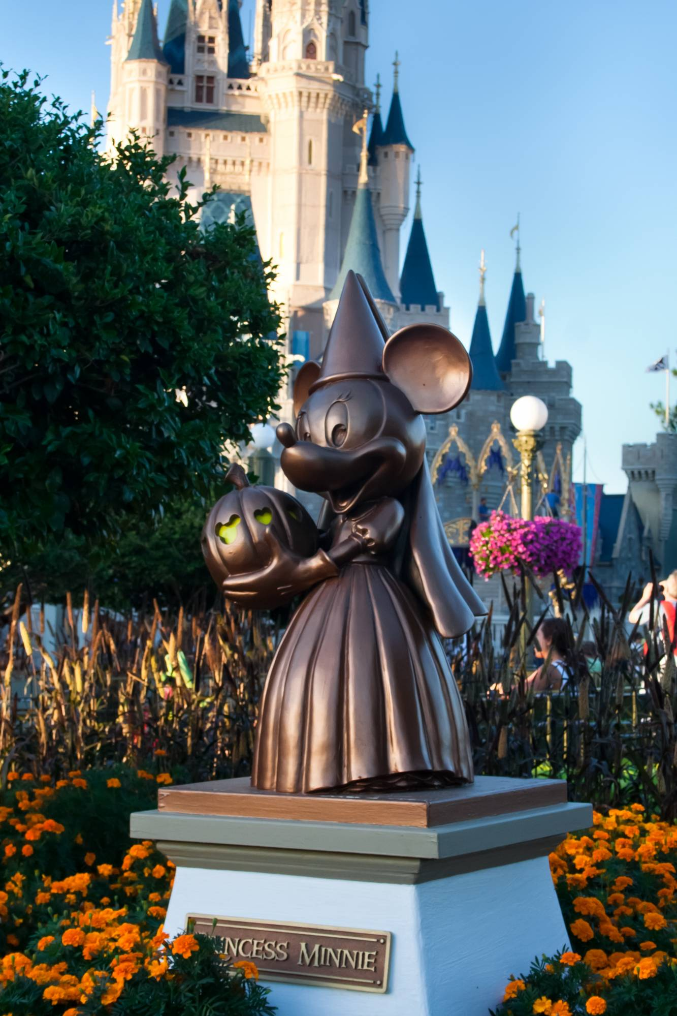 Princess Minnie Statue