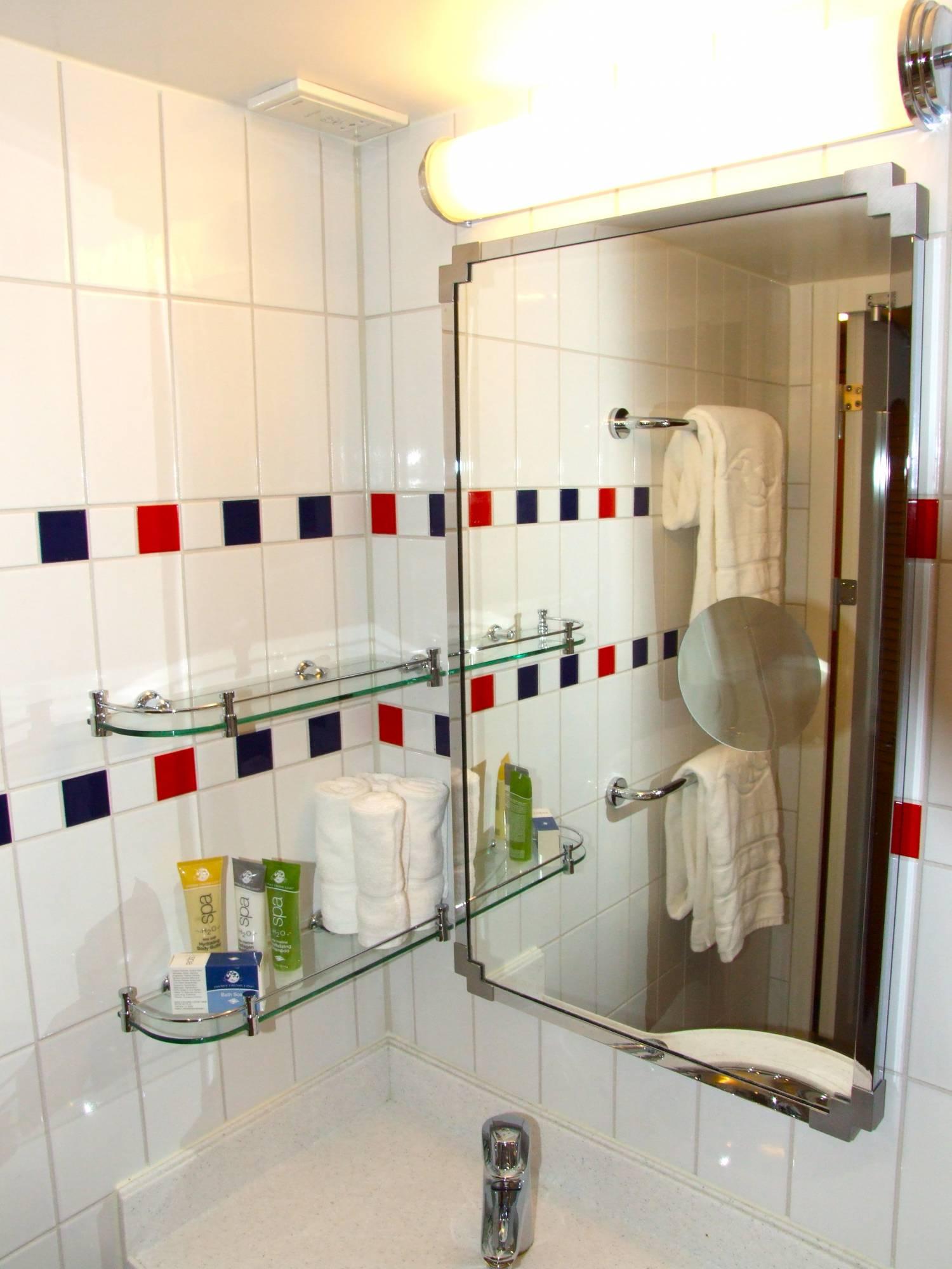 Disney Dream - Split Bathroom (#7022)