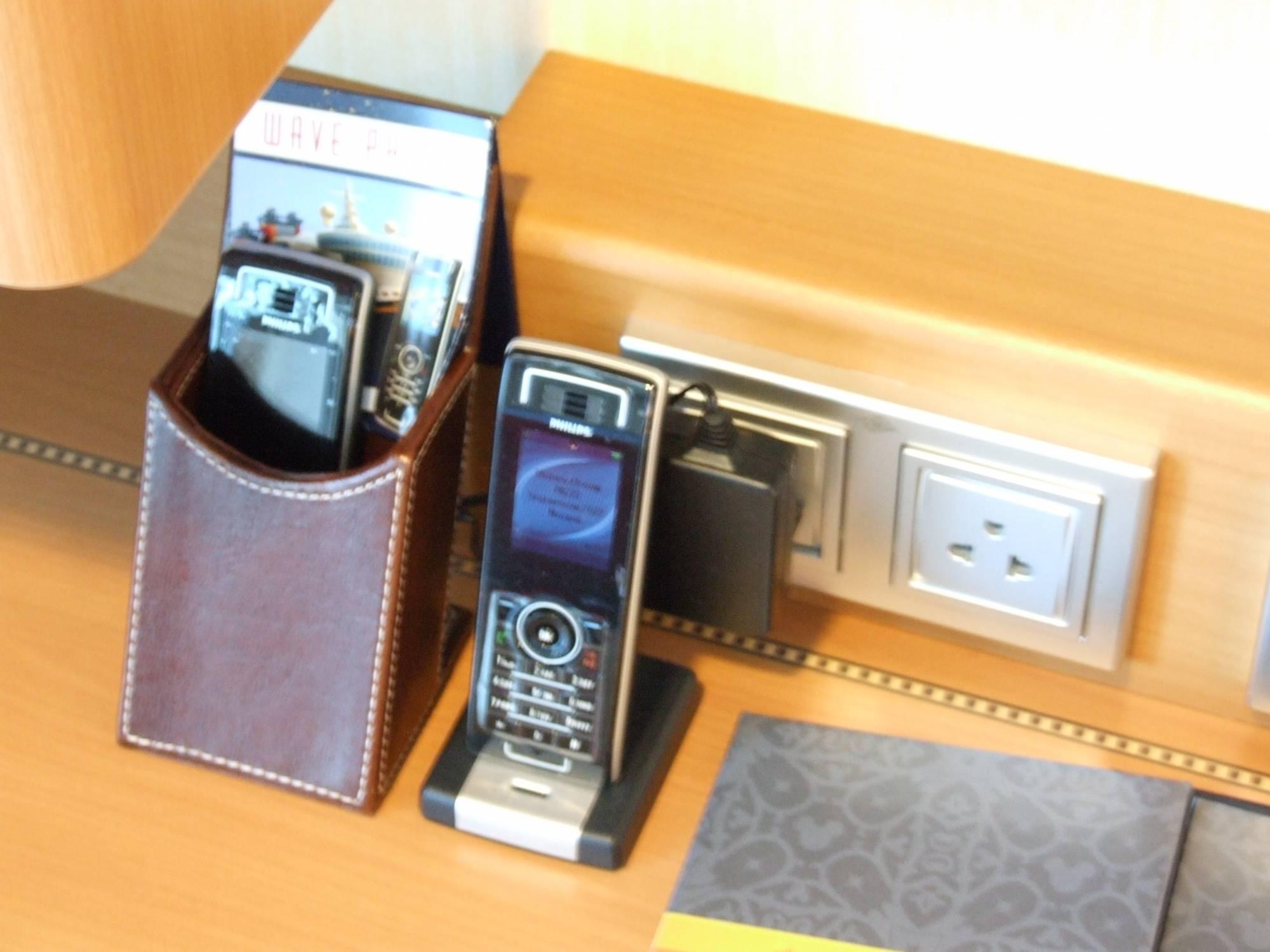 Disney Dream - Wave Phones Stateroom