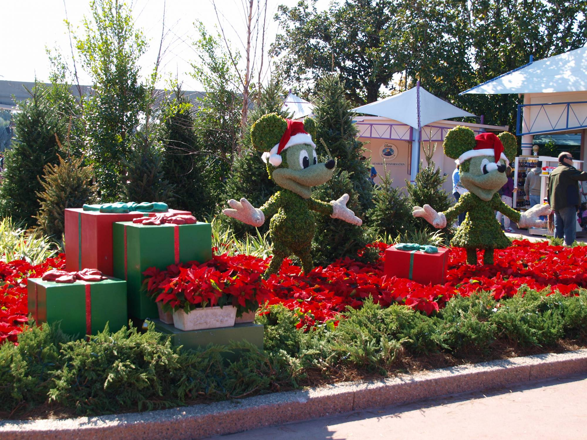EPCOT-Christmas Character Topiaries