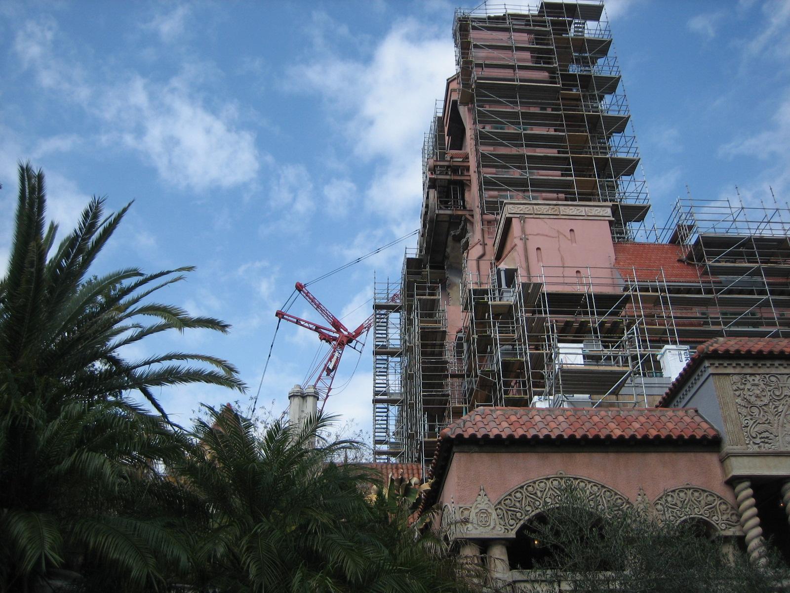 TOT scaffolding & Crane