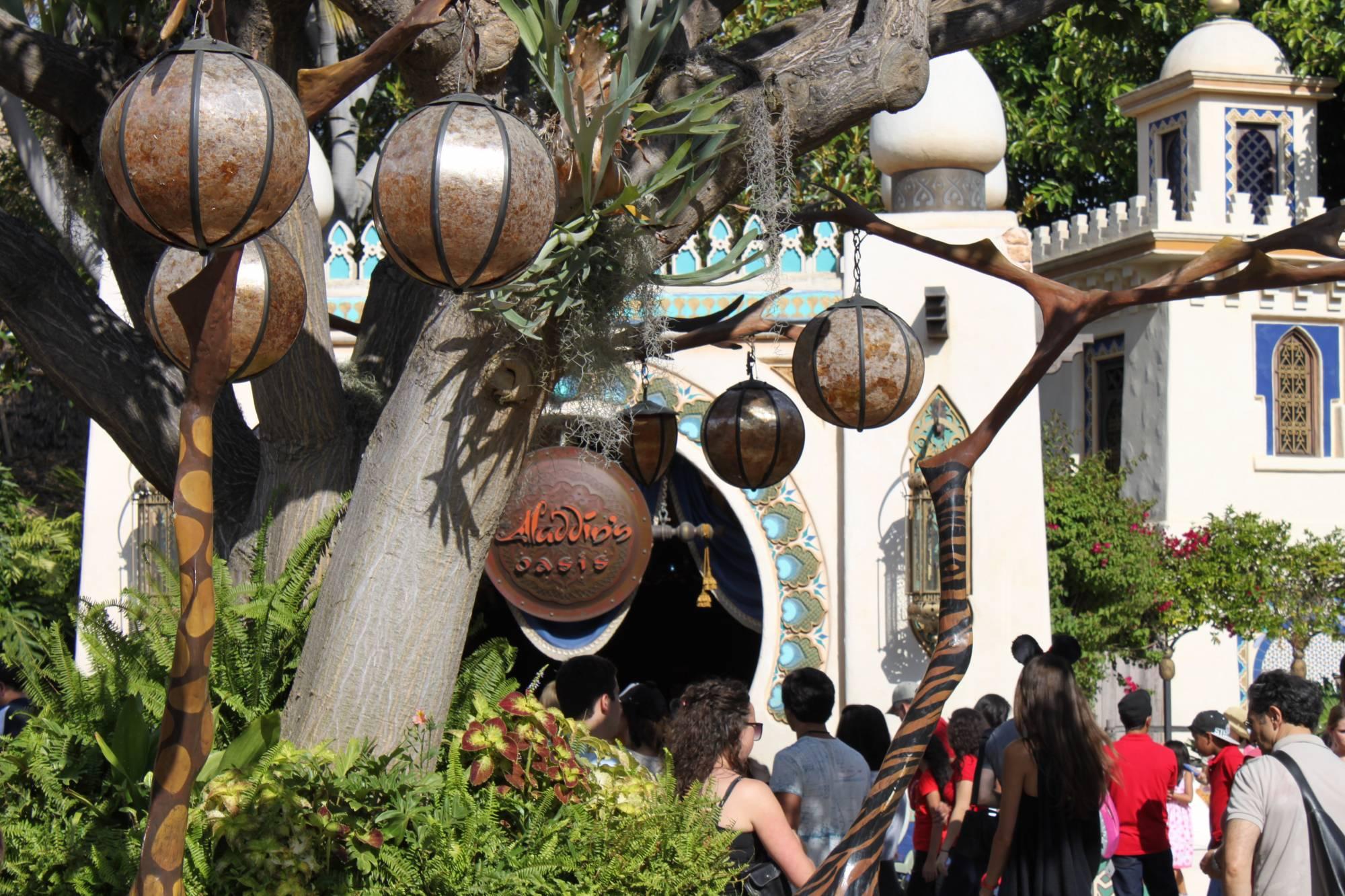 Disneyland - Adventureland - Aladdin's Oasis meet & greet