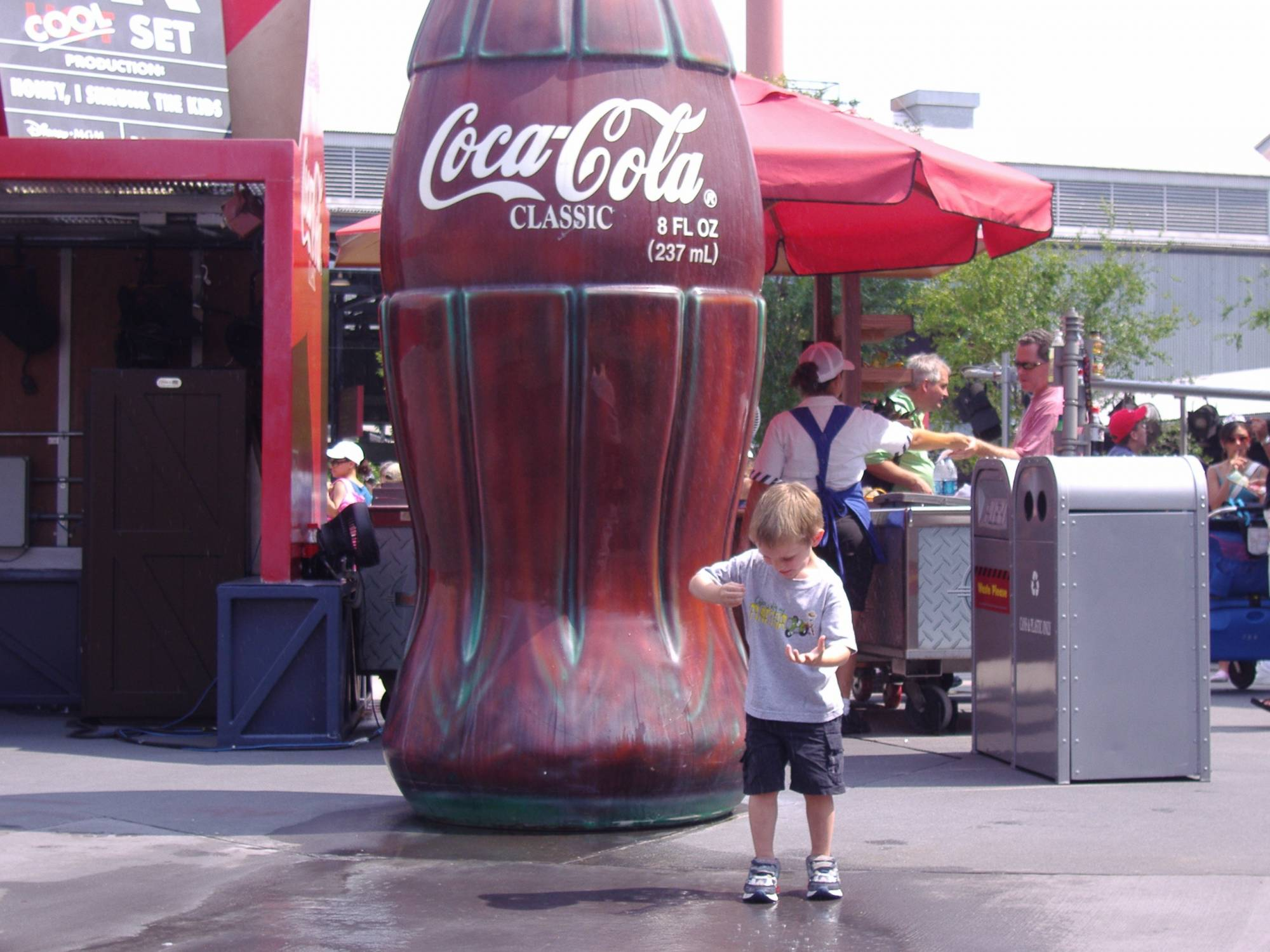 Disney's Hollywood Studios - Big Coca-Cola Bottle that Sprays!