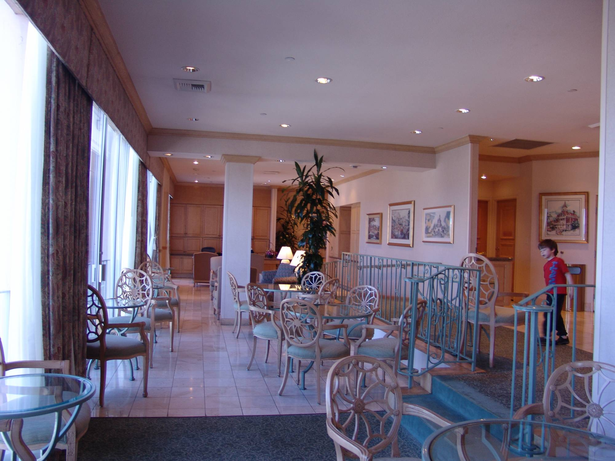 Disneyland Hotel - concierge lounge
