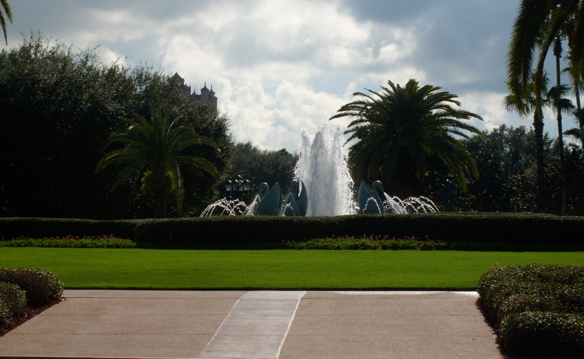 Swan Resort--exterior lawn and fountain