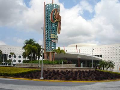 Cabana Bay - Resort Entrance
