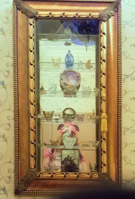 Disneyland New Orleans Square Dream Suite master bath shelves