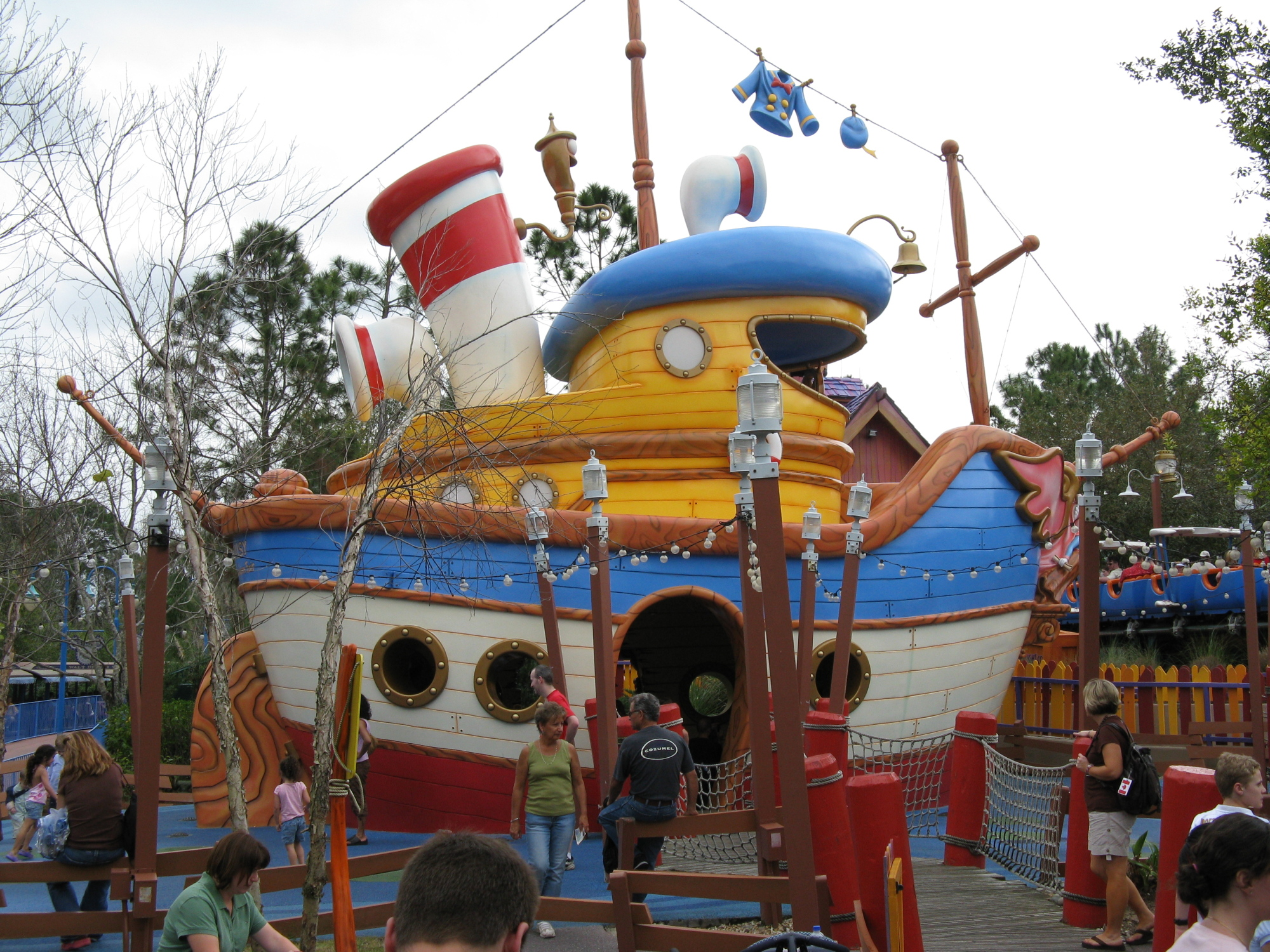 Magic Kingdom - Donald's Boat - Toontown